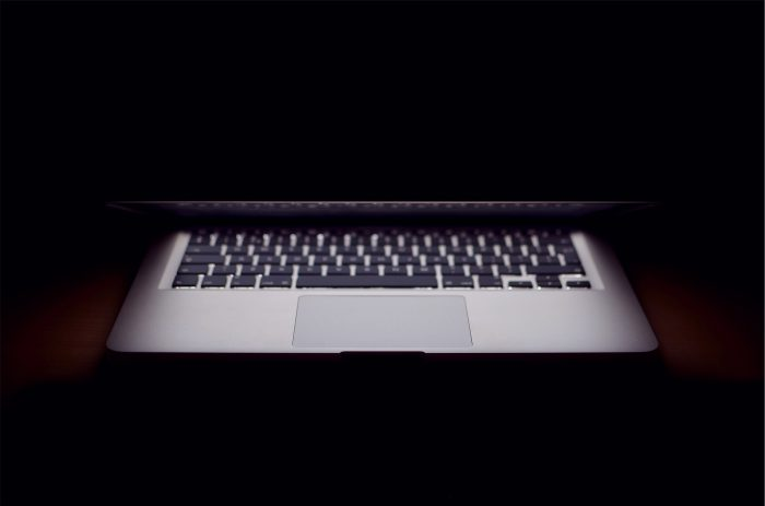 Macbook Apple représantant le shadow IT